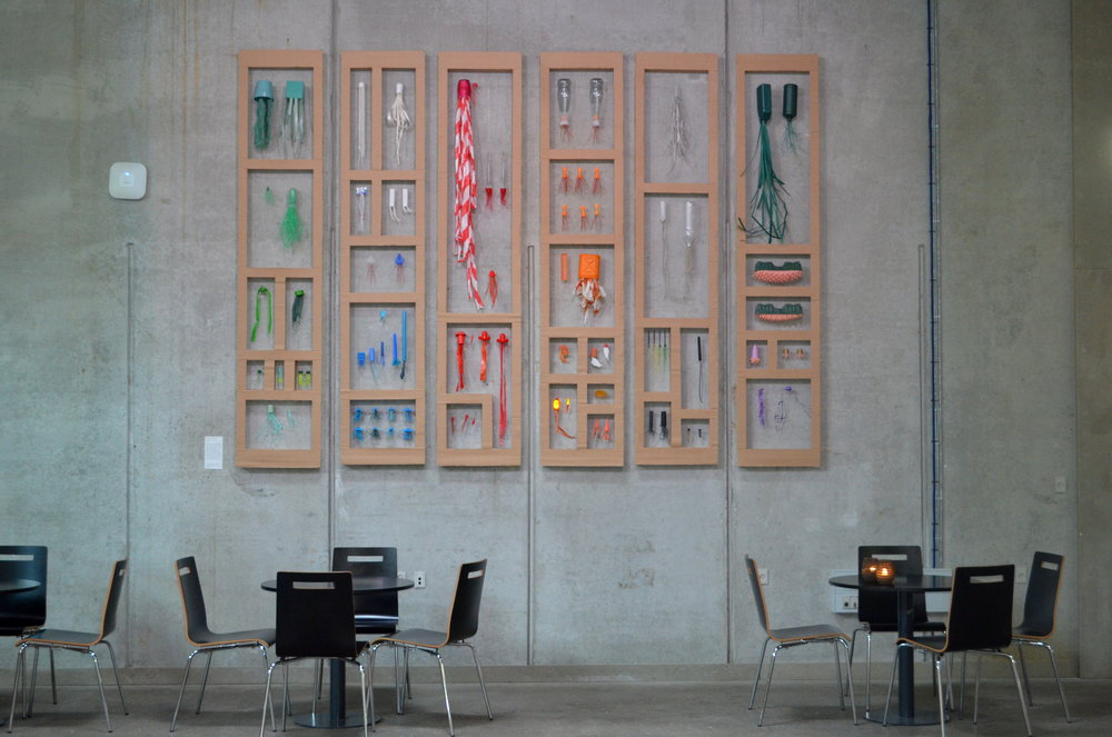 "Carolien Adriaanche, "" Collection Aarhus C "", 2017. Genbrugsplast fundet i og omkring Aarhus."