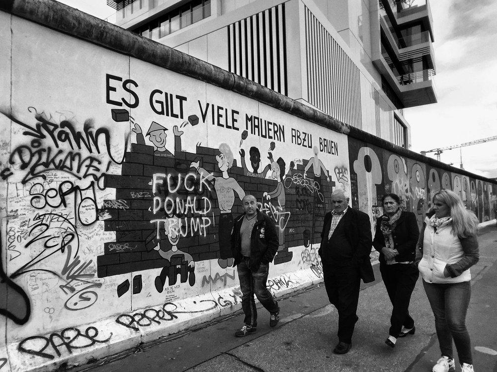 """""""Es Gilt Viele Mauern Abzu Bauen"""""""