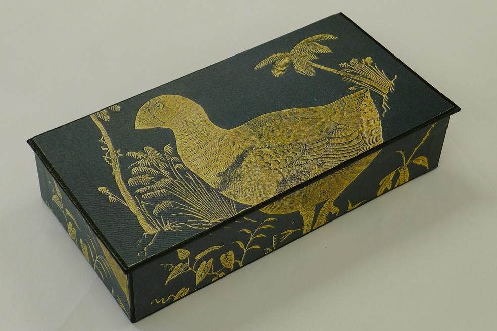 bullers-birds-box-hinged-diane-harries