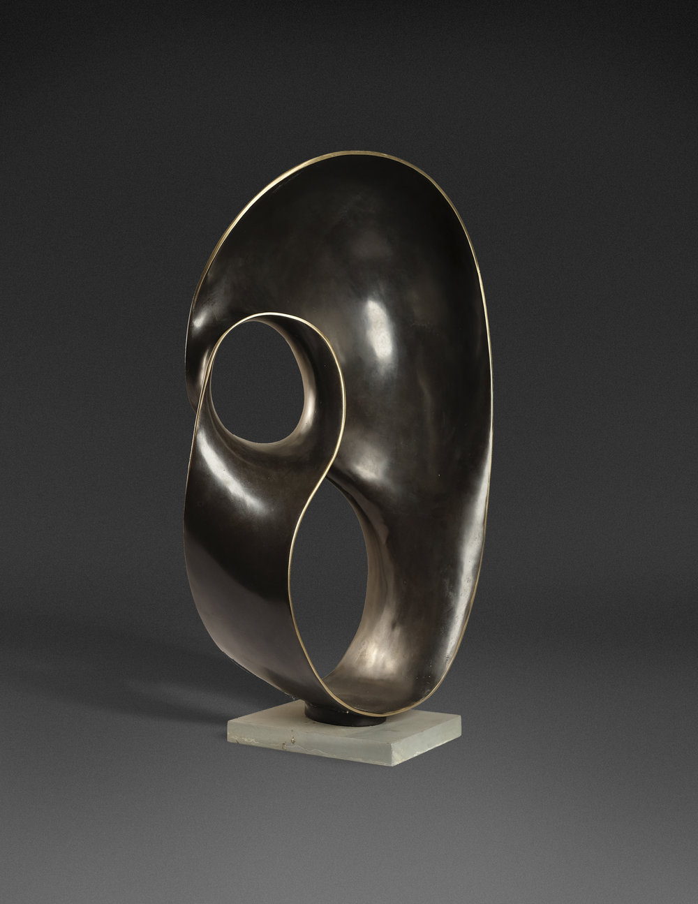 AOP Sarinah, 41 x 71 x 21 cm, bronze, 1991.jpg