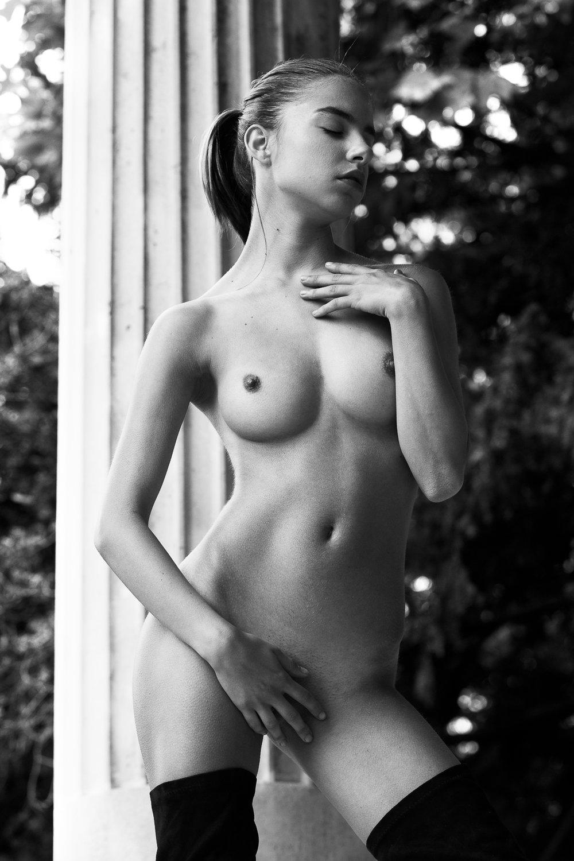 nude fashion story by samuel sarfati_.jpg