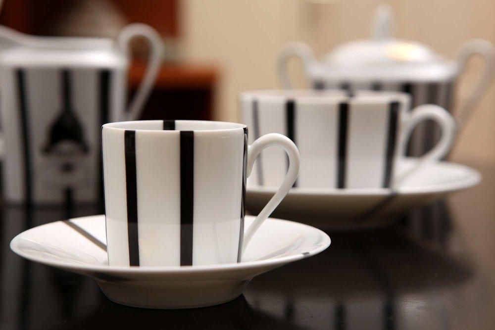 ENSEMBLE 6 TASSES A CAFE, NGUKA : 354 000 F CFA le lot de 6