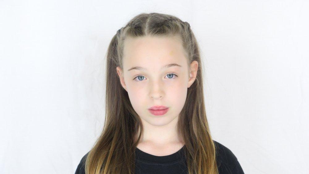 NAME - Phoebe  TAG NAME - Flick|TOP NO.06