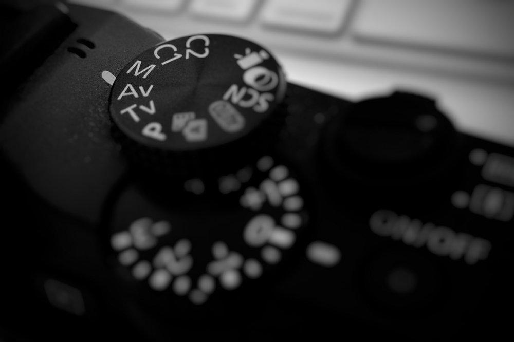 """Se a sua conclusão for comprar uma maquina Compacta, recomendo comprar uma com controles manuais, ela fará tudo que uma automática faria e ainda te fornece a possibilidade de aprender os controles de uma câmera mais """"avançada""""."""