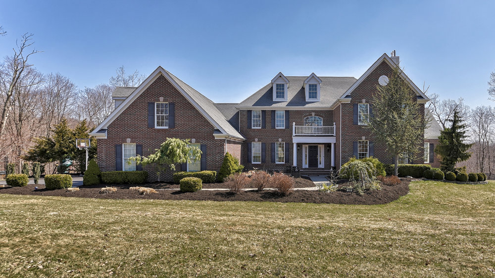 208 South Glen Road , Kinnelon Listed for $990,900  Your dream home has arrived! Stunning curb appeal and the art of easy living effortlessly blend in this spacious colonial…