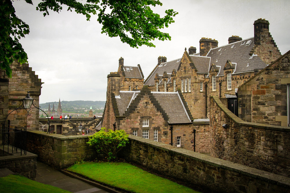 Travel Blogger | Edinburgh Scotland | Destination Elopement & Wedding Photographer | Travel Photography & Tips | Maral Noori Photography | Edinburgh Castle