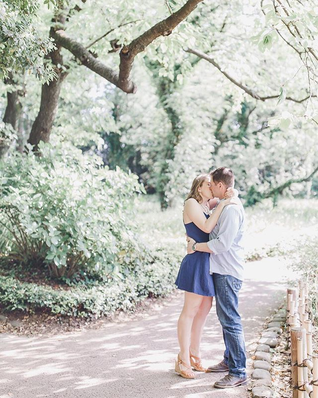 Good Monday morning y'all! I have to say, I'm a sucker for the way the morning sun shines through trees. Early morning portrait sessions are 🙌🏼! But today, the morning sun is waking me up before my alarm. Not cool.  #maralnooricouple #maralnooriengagements