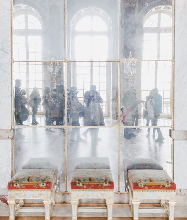 Two posts in one day?? It's because I have the day off. Check out part two of our trip to France on the blog now (link in bio). We spent the morning in #Versailles - a photographer's dream come true. Plus it's been a while since I've posted a selfie on my feed so here you go - a #HallofMirrors selfie in @chateauversailles.  #maralaroundtheworld