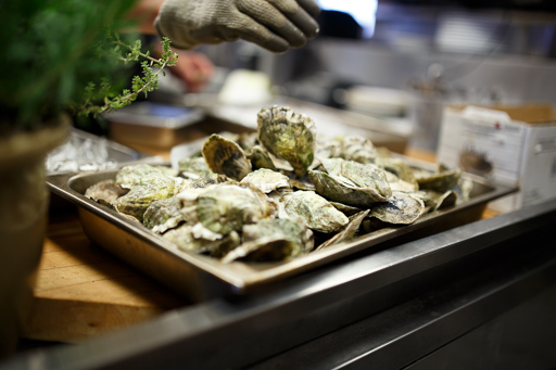 $1 oysters - Weekdays until 6pm