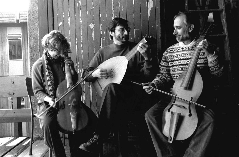 Prof. Sawyer (viol, right) with Pat Unruh (viol, left) and Ray Nurse (lute, center).  Photo: Daryl Kahn Cline