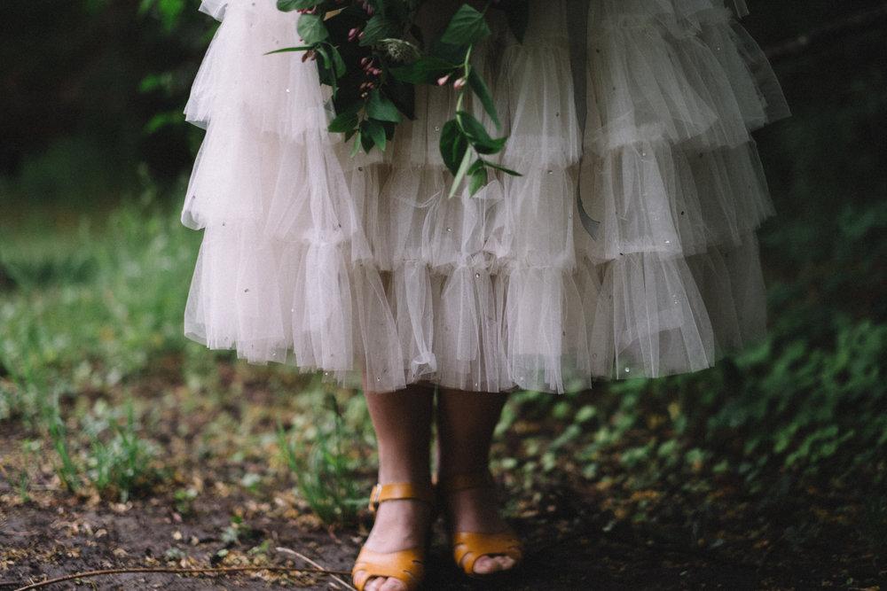 En av de sista dagarna i maj gjorde jag en inspirationsfotografering med Elsa Billgrens vintage-klänningar. Jag är glad att jag rodde det hela i land!
