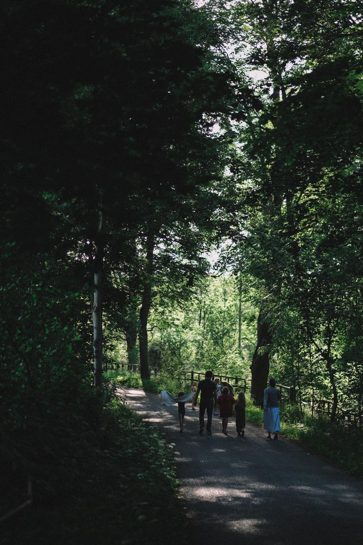 Skogen var så mäktig i Småland! Här gick vi ner till en liten älv och badade (ja, det var idylliskt!).