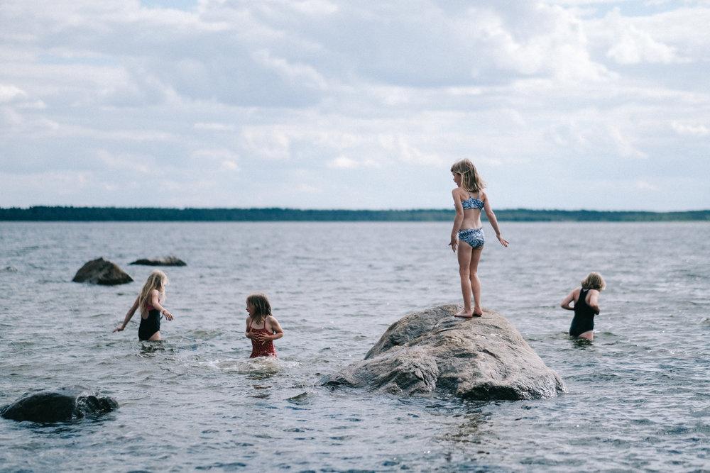 Vi åkte till mamma och pappas sommarställe och badade...