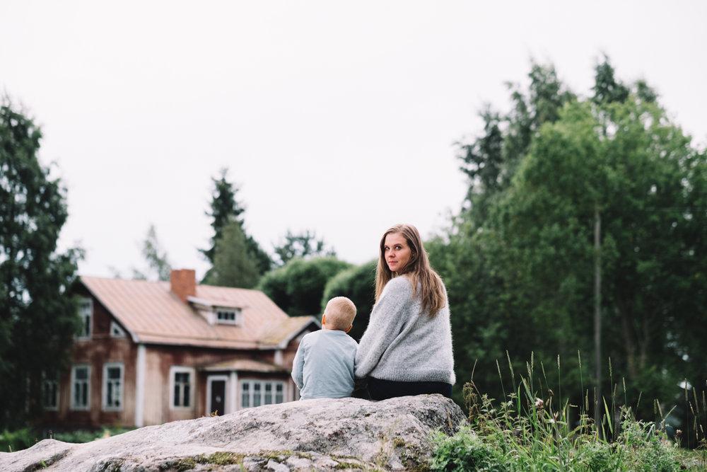 Vår sista dag på Torphage togs bilden som vi hela sommaren visste att vi skulle ta nån gång och som skulle bli framsidan på syster Amandas nya  bok .