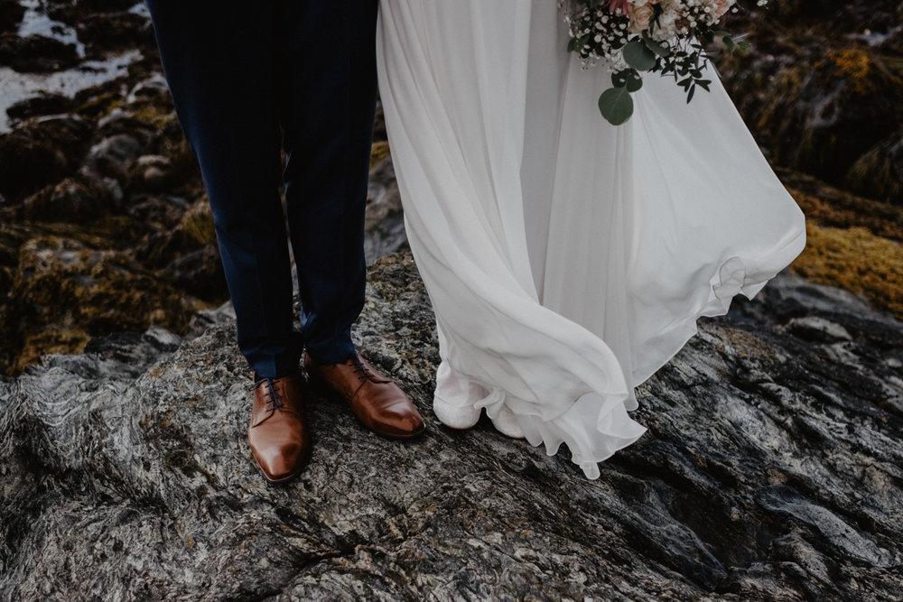 Varför boka en fotograf? - Kort sagt för att er dag är värd att minnas. Många brudpar menar att dagen går så fort. Efter bröllopsdagen är det bilderna som finns kvar och som hjälper er att komma ihåg den - troligtvis - roligaste dagen i era liv!
