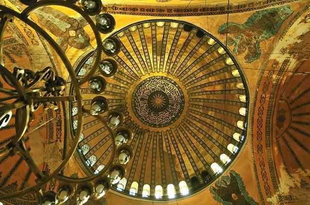 Ceiling of the Blue Mosque, Istanbul #bluemosque #bluemosqueistanbul #istanbul #istanbulcity #istanbulturkey #istanbulsightseeing #hagiasophia #hagia_sophia #hagiasophiamosque