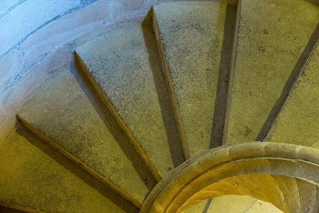 Alcazar of Seville, portion of magnificent staircase. #alcazardesevilla #alcazar #alcázar #alcazarofseville #sevilla #seville #sevillespain #sevillaspain #spaincastles