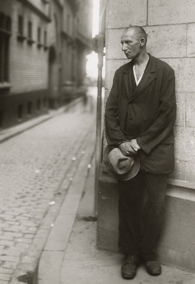 August Sander      Unemployed, Cologne 1928     Gelatin Silver Print (1977)