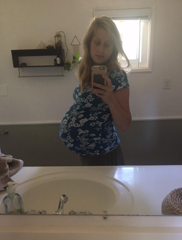 39 weeks pregnant with Ezri.