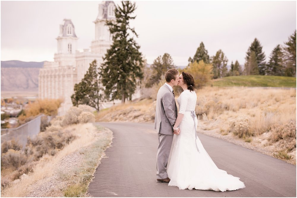 BA-Bridals-160_Lizzie-B-Imagery-Utah-Wedding-Photographer-Central-Utah-Photographer-Utah-County-Manti-Utah-Temple.jpg