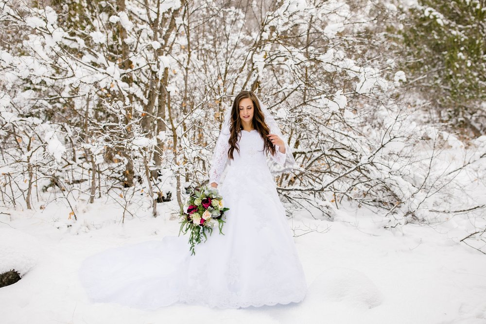 SSBridals-60_Lizzie-B-Imagery-Utah-Wedding-Photographer-Logan-Temple-Logan-Canyon-Mountain-Horse-Session.jpg