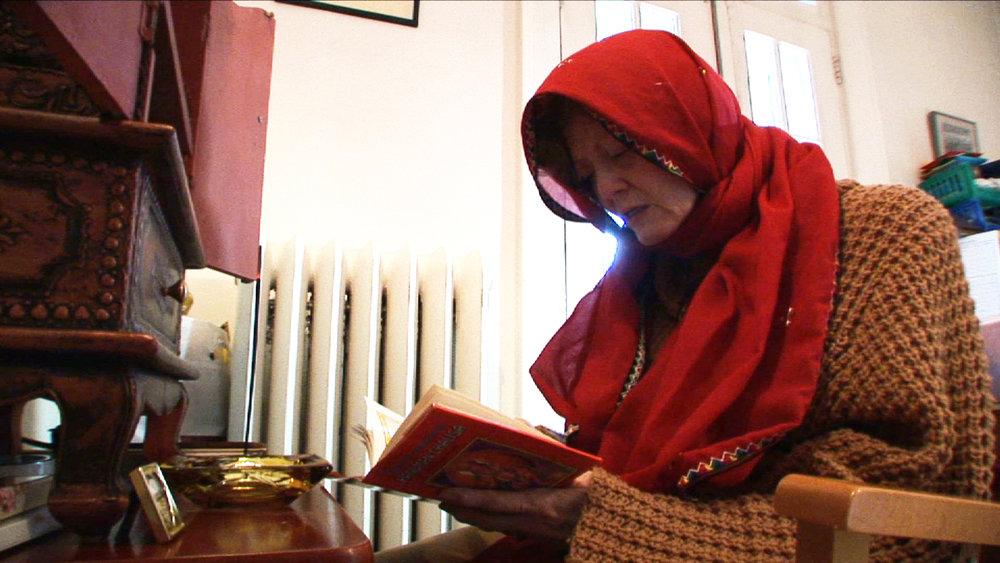 Lalita prays WS-DICC.jpg