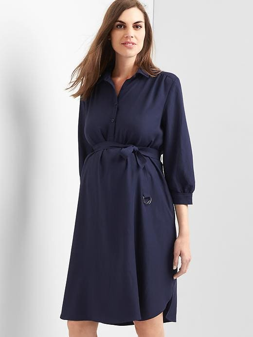 Stylish and comfortable navy blue tie waste dress from the Gap is perfect to add to your fall maternity outfit wishlist.  | Kristiina Craven Photography | Maternity and Newborn Photos in the Denver, Colorado area.