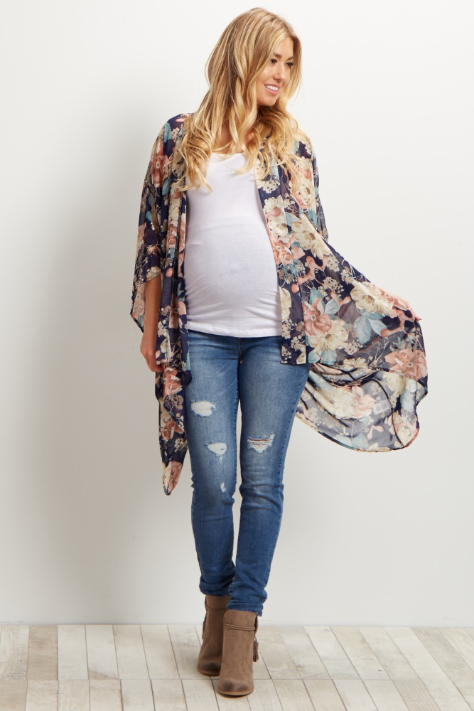 Cute casual Fall maternity idea of ripped maternity jeans, white maternity camisole, brown booties and a maternity floral kimono.  From the Kristiina Craven Photography blog: Fall Maternity Outfit Ideas in Denver, Colorado.