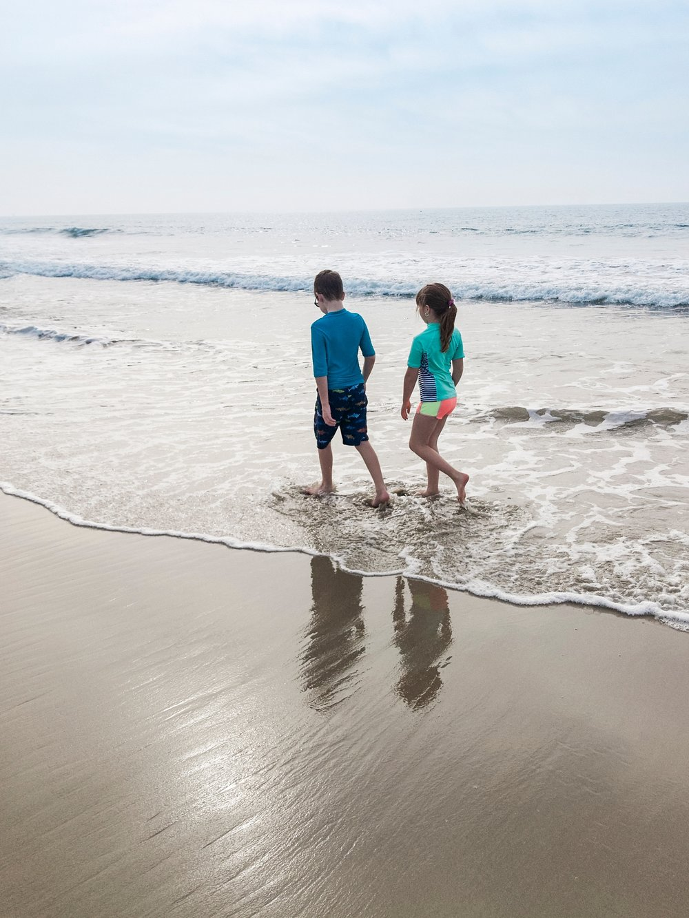Walking on the beach between Santa Monica and Venice beach in California on our first roadschooling trip. | GettingUnschooled.com | #roadschool #homeschooltravel