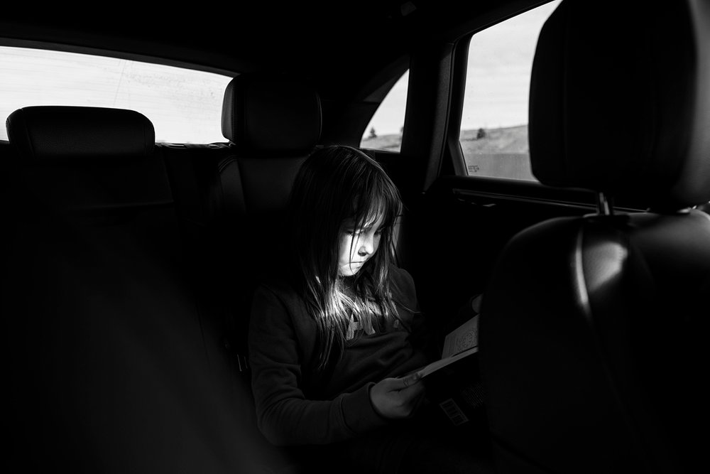 She reads wherever she can!  What exactly does unschooling look like?  Check out our recap of the past week on the blog! | GettingUnschooled.com | #unschooling #homeschooling #roadreading #readonthego