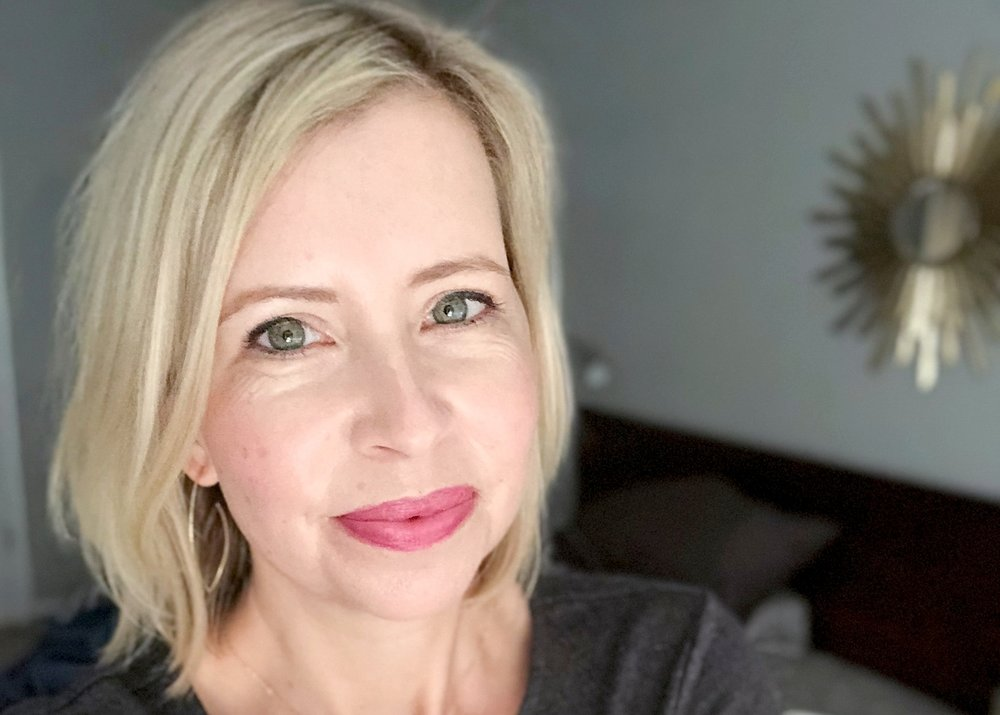 I'm well into my 40's and I also want to use non-toxic beauty products as much as possible.  Today I've rounded up lots of brands and products for women over 40!