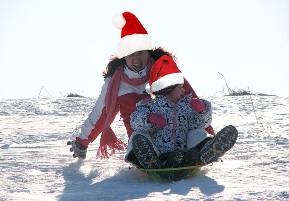 sleddingsantas.JPG