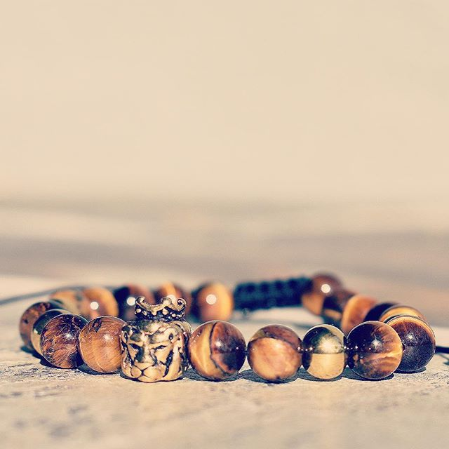 Our Tiger's Eye Bracelet is a favorite when it comes to protective stones. Tiger's Eye protects the person who wears it, especially during long journeys. It also enhances the feelings of security and self-respect. Tiger's Eye radiates gentle, soft vibrations that promote peace and calm, even in the times of great changes and disturbances. 🐯 #SaveTheLions 🦁