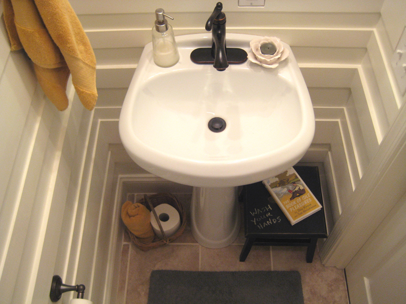 Powder room sink and accessories below
