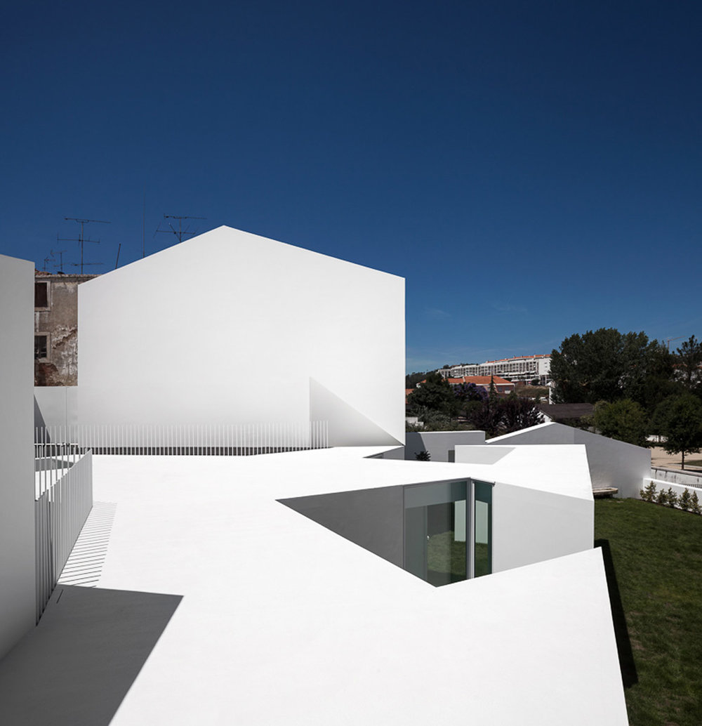 House in Alcobaça designed by Aires Mateus