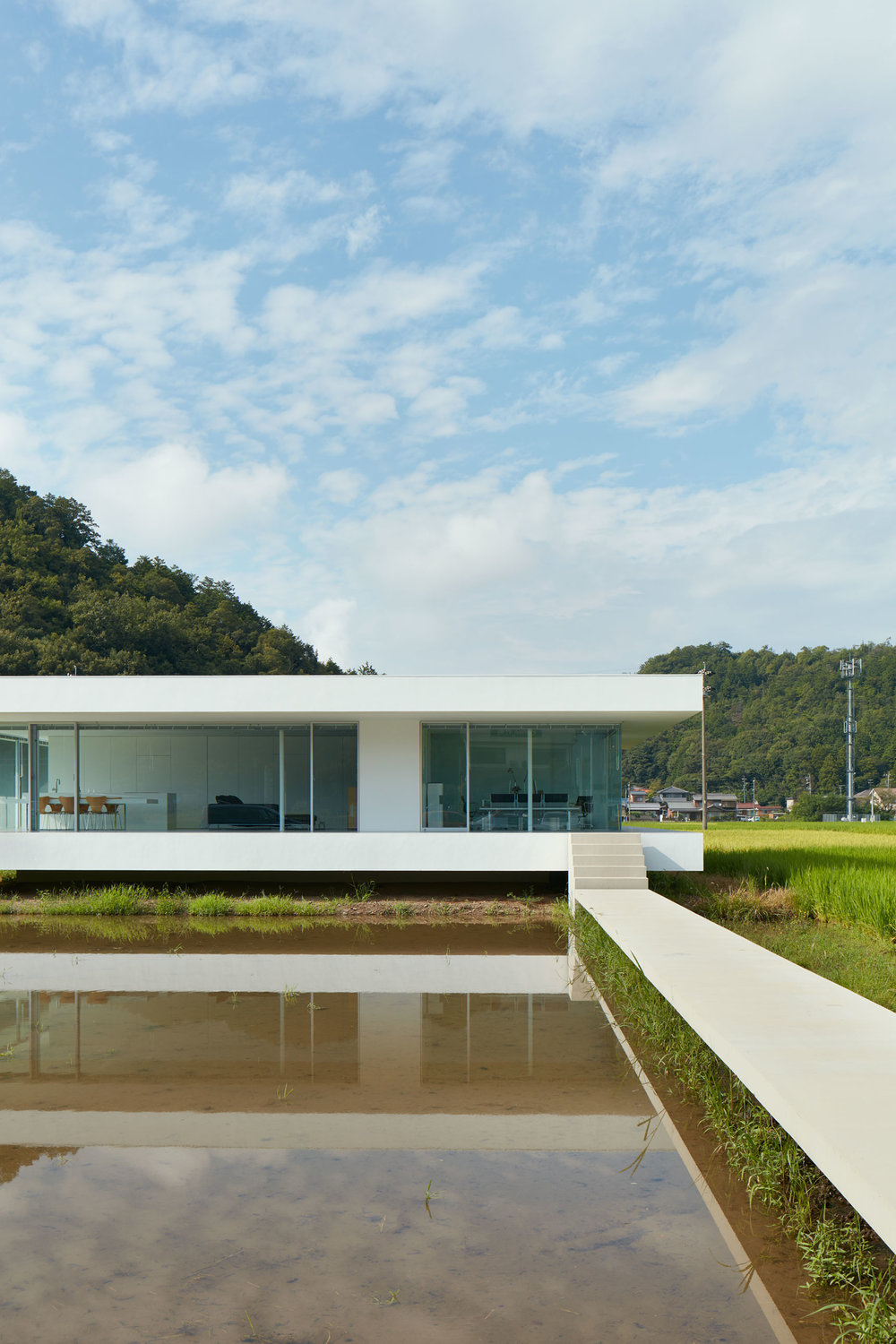 F Residence designed by Shinichi Ogawa & Associates