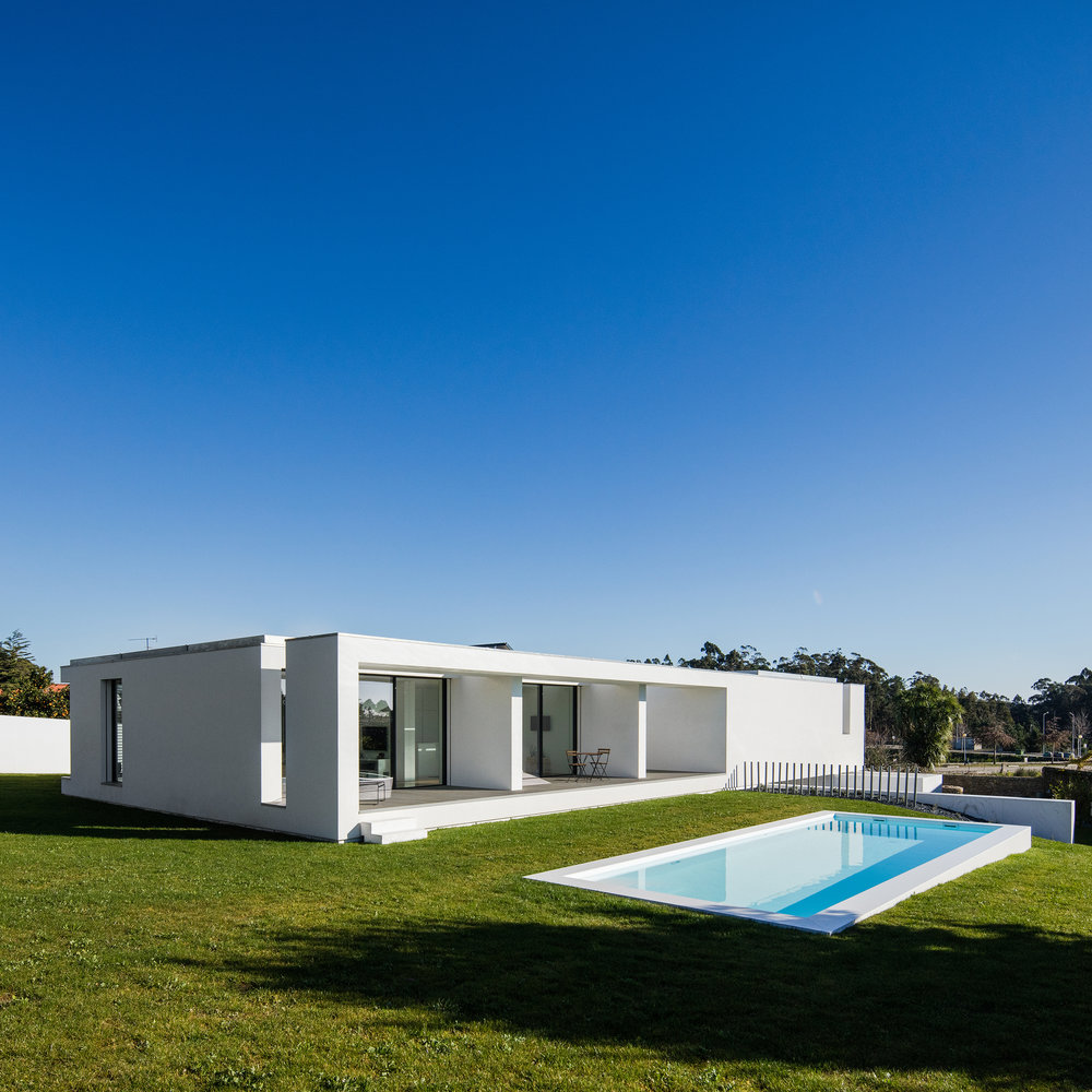House Touguinhó III designed by Raulino Silva Architect