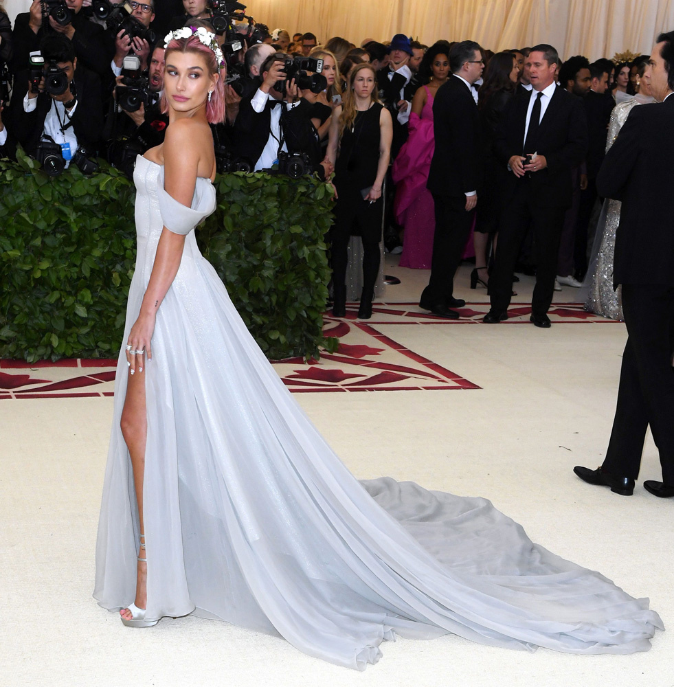 hailey-baldwin-met-gala-2018-dress-rex-02.jpg