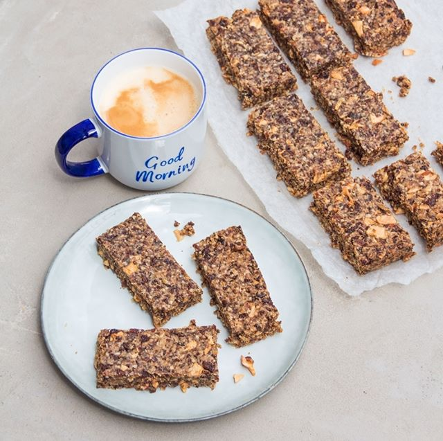 Have a lovely morning with Apple and Raisin Oat Bars😊 Amazing recipe by @deliciouslyella : 250g raisins 1 1/2 cups of porridge oats (about 135g) 2 tbsp dried apple pieces 2 tbsp coconut oil, melted 2 tbsp rice syrup Pinch of cinnamon Pinch of salt  Method:  Preheat your oven to 170C and line a baking sheet with baking parchment.  Put 3/4 of the raisins in a food processor along with the coconut oil, rice syrup, cinnamon and salt – blend until completely combined. Once combined, add the last 1/4 of raisins, oats and dried apple pieces, give it another very quick whizz to mix it all together.  Transfer the mixture to the baking tray and press down very well, making sure it is all evenly spread.  Bake in the oven for 20-25 minutes until golden. Once baked, remove from the oven and put in the fridge to cool down for 15-20 minutes before cutting into bars. . . . . . . #breakfastgoals #breakfastlover #breakfastchampions #morningslikethese #breakfast #frühstück #eeeats #lifeandthyme #befitfoods #bestofvegan #beautifulcuisines #veganzone #veganfood #veganfoodie #dessert #feedfeed #feedfeedvegan #letscookvegan #thatsdarling #ahealthynut #yuminthetum #heresmyfood #healthyeating #healthyfood #healthylifestyle #stylist #style #styleblogger #styleguide #styleblog
