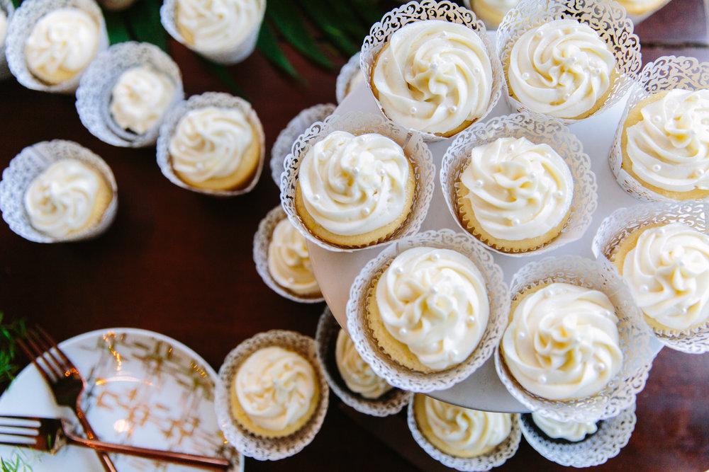Knoxville Photographer Modern Bohemian Wedding Cupcakes