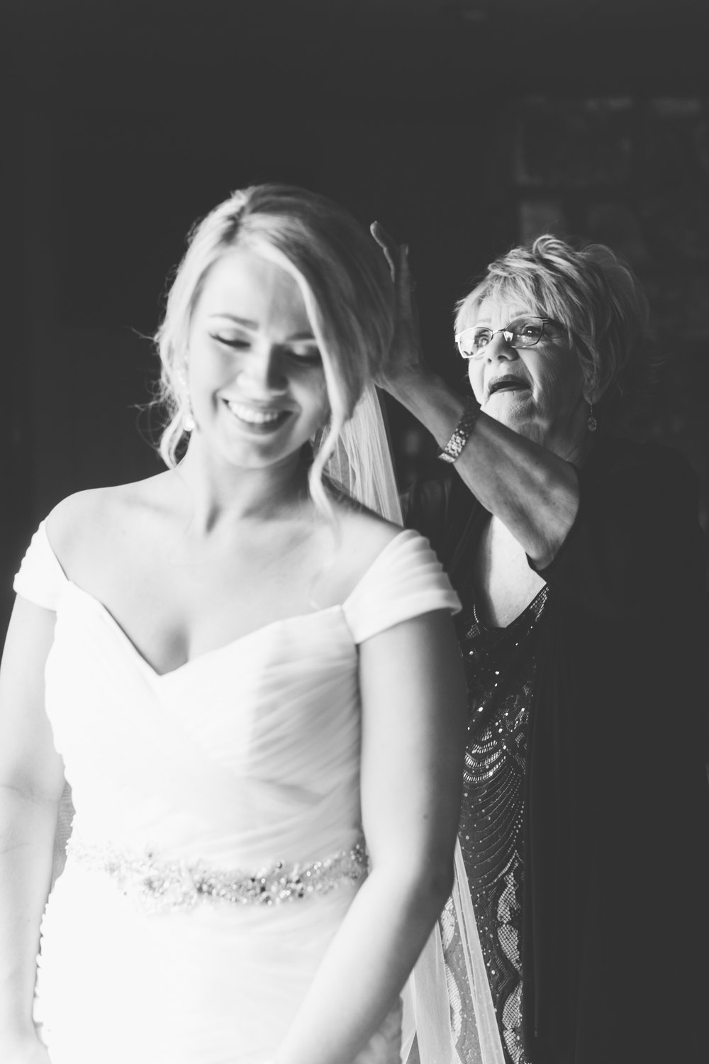 Knoxville Photographer Classic Outdoor Wedding Bride with Grandma