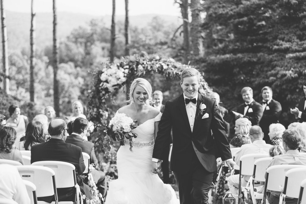 Knoxville Photographer Classic Outdoor Wedding Newlyweds