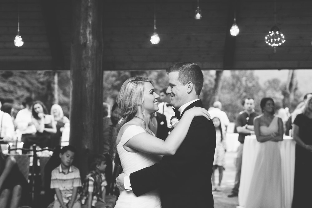 Knoxville Photographer Classic Outdoor Wedding First Dance