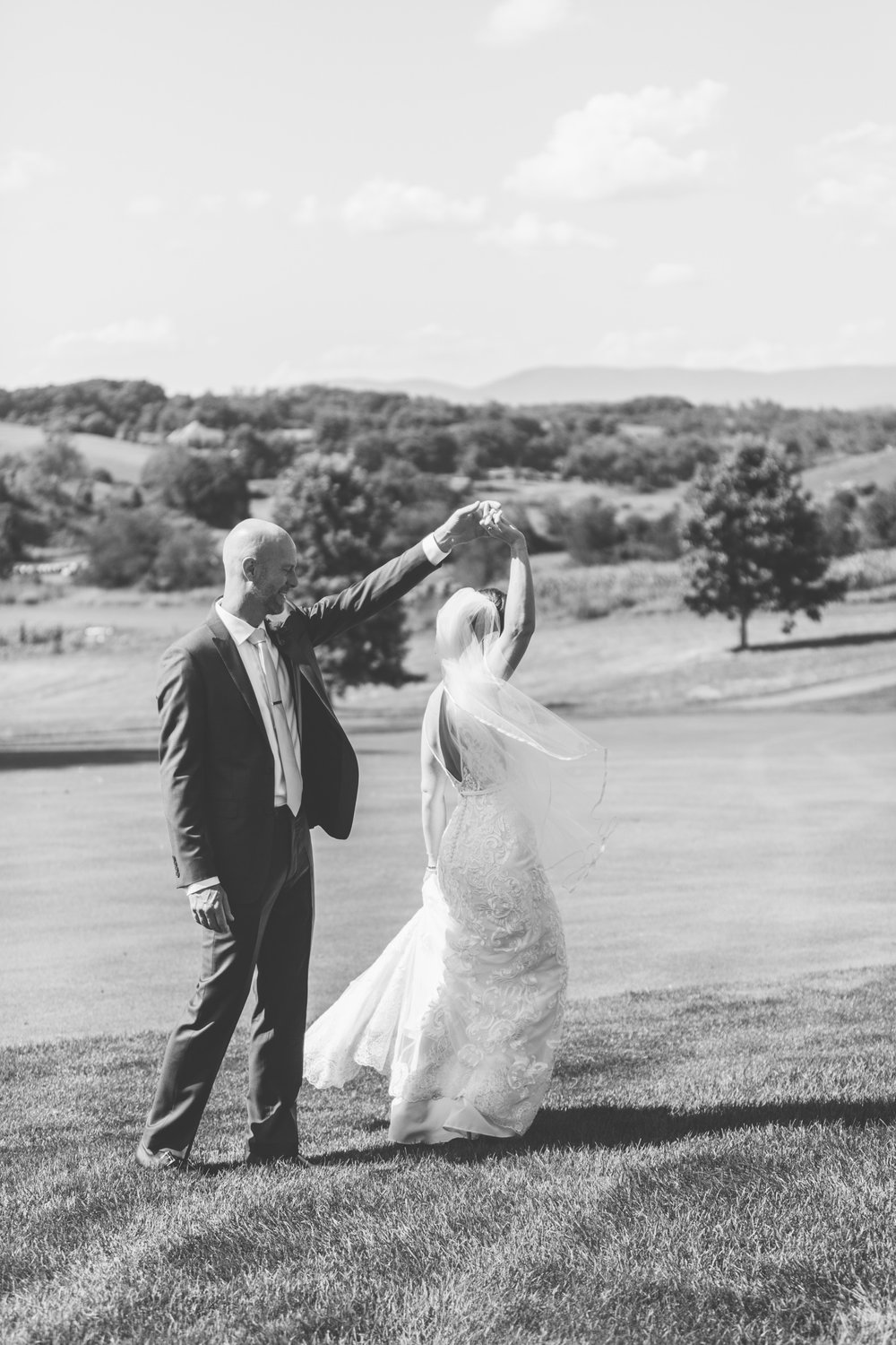 Bride & Groom Portraits // Tennessee Photographer // Suzy Collins Photography // The Olde Farm
