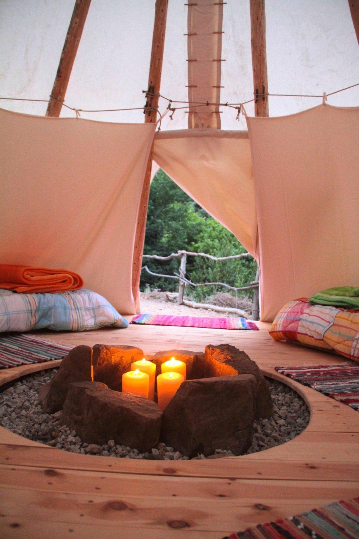 Oneirema_natural_retreat_Tepee_interior.jpg