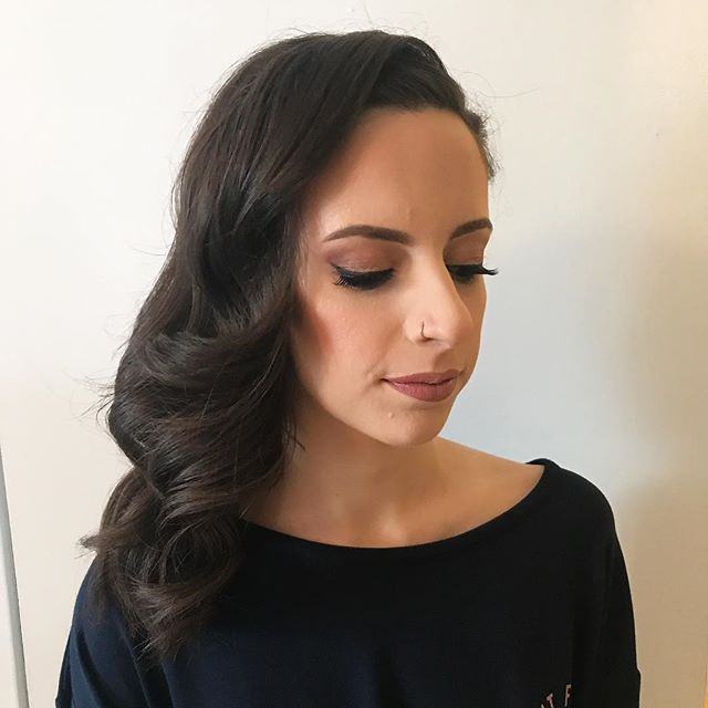 💐Bridesmaid do's can have a splash of vintage glam with a bit of modern ! ✨ . This babe had thick hair and doing one side braided helped to make it more manageable and for it to stay to the side so she wouldn't need to constantly pull it! . A deep part and brushed out curls make it feel retro but the braid keeps it modern and almost casual . . Makeup by @mirjax  Hair by @alexandra.apple  #volume #brunette #curlyhair #retrowaves #mtlwedding #mtlbride