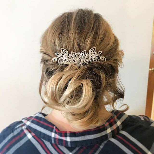I love Blonde hair for updos: because it always shows the most texture and movement 💕 . . . #updo #bridal #bridalupdo #mtlbride #mtlwedding #mtl
