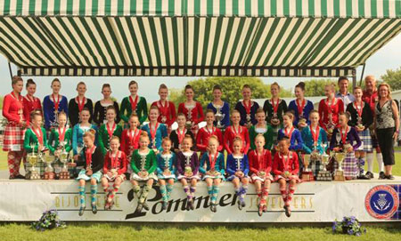 SITTING IN FRONT FROM LEFT TO RIGHT: PAISLEY HANSON, AVA GILCHRIST, FIONA KYLE, NAILA MOHAMED, CATHERINE WOOD, EMMA THOMPSON, KIERA SPECK-MEEK, KATHERINE MCLEOD, HAILEY ROMAIN. KNEELING LEFT TO RIGHT: ELISE CHEYNE, LUCJA GRANT, MORGAN MCDOUGALL, SCOUT MCKEE, MACKENZIE WALTERNBURG, FIONA TOLLEY, KAYLA SUTHERLAND, ELIZABETH WOOD, ALESSANDRA BRUCE-FUOCO, MAEGAN SWEENEY, SARAH GILLISSIE, KAITLYN MURRAY-MACDONALD, LAUREN FOURNEY. BACK ROW FROM LEFT TO RIGHT: HANNAH POIRIER, STOREY QUINN, JAMIE CONRICK, KAYLEIGH MACDONALD, MARIELLE LESPERANCE, ERIN DINNEEN, RUTHANNE SWEENEY, CHANTAL WATT, SOPHIE DUNN, FIONA MCKAY, SARAH MILLAR. ALSO IN PHOTO: ANDRÉ POMMIER (POMMIER JEWELERS), PERRY MCCONNELL, TRACEY PAGE (COLLINS BARROW CHARTERED ACCOUNTANTS)