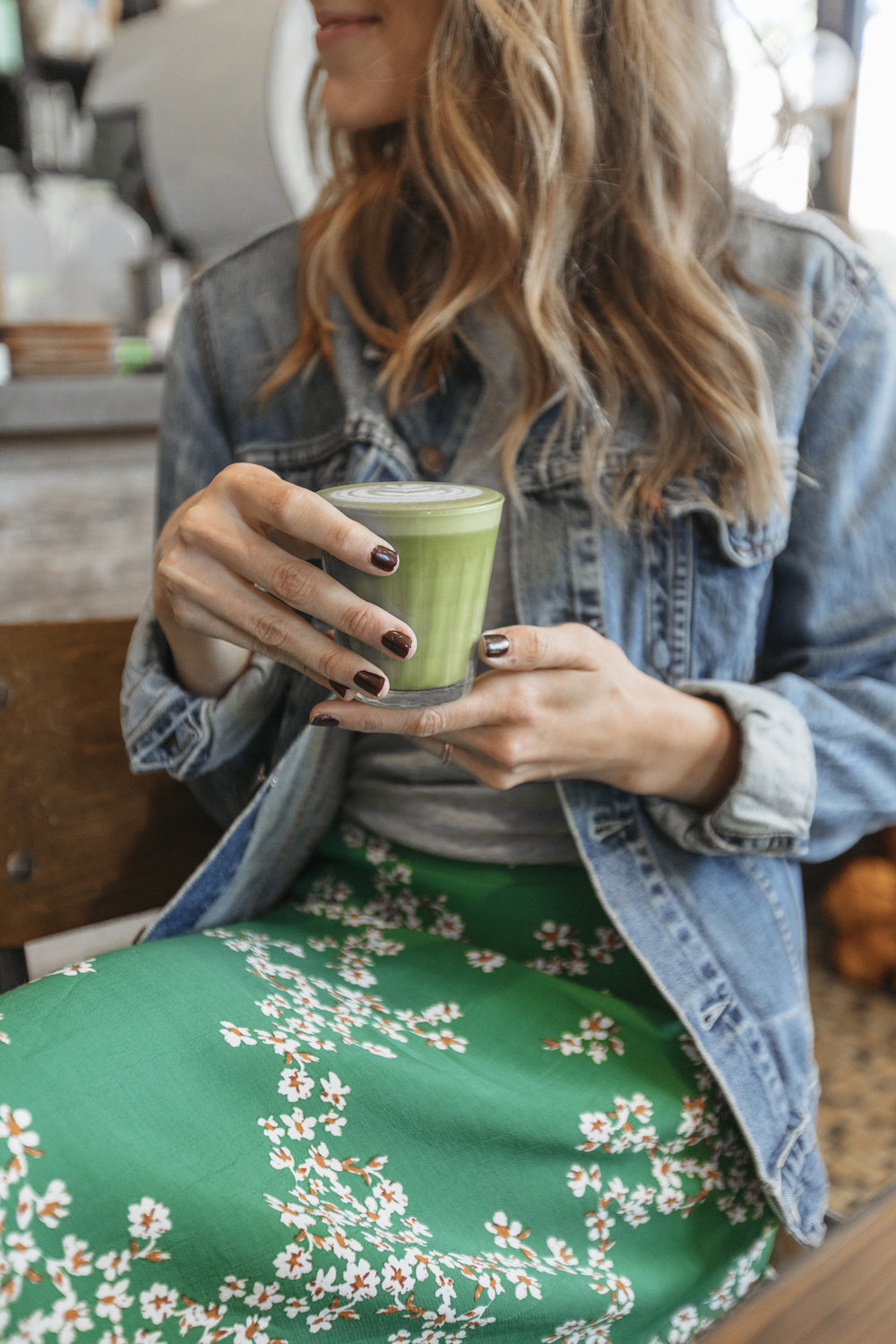 Blogger drinks matcha in an Australia cafe
