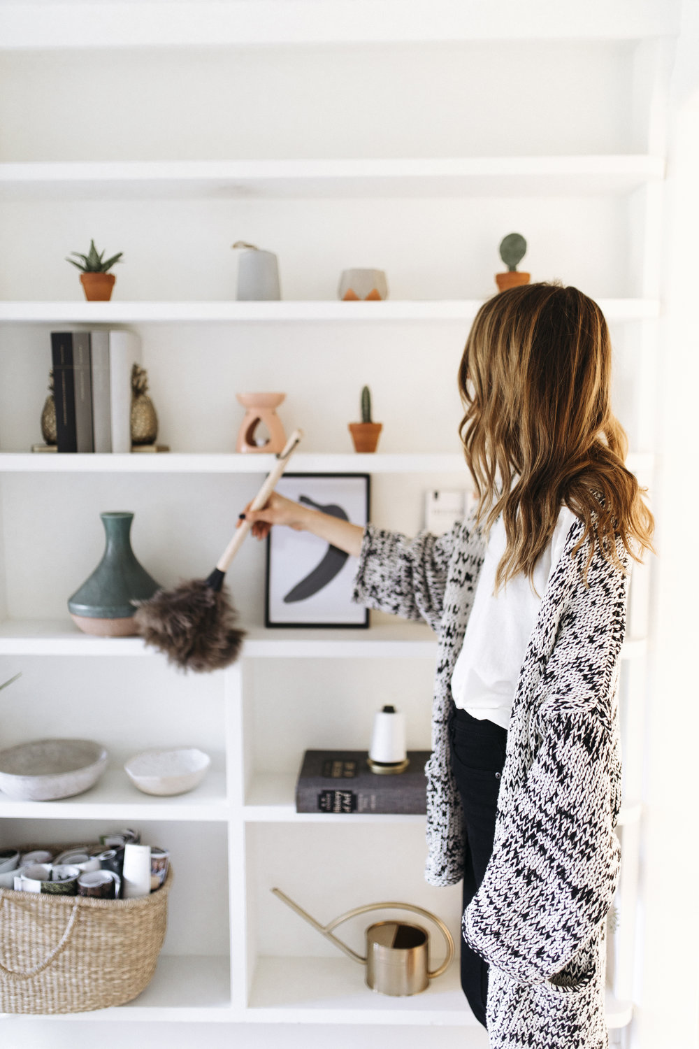 Staying cozy and positive is what hygge is all about. Dusting off a bright white book shelf opens up a room for creativity